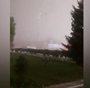 Казакстанда жүрөк үшүн алган бороон катталды. Видео