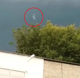 Что это летает? — странное явление замечено в небе над Казахстаном