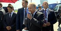 Путин на сдачу купил мороженое членам правительства — видео из авиасалона