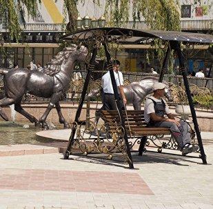 Фонтанный комплексе возле ЦУМа в Бишкеке. Архивное фото