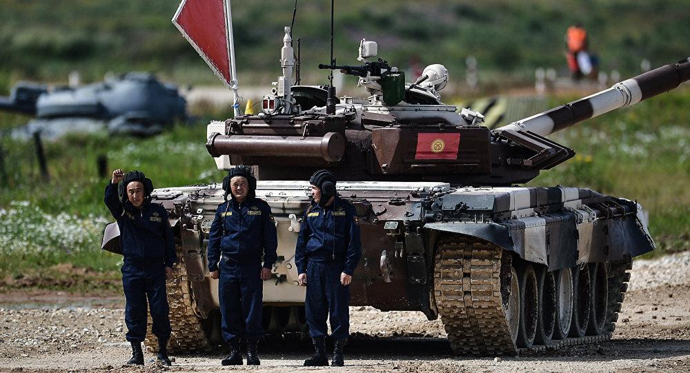 Участники соревнований по танковому биатлону команды министерства обороны Кыргызстана. Архивное фото