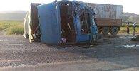 Обломки автомобилей в результате ДТП, на трассе Бишкек — Ош с участием трех машин