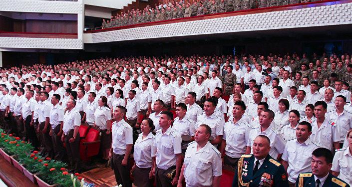 В Кыргызской национальной филармонии в четверг прошло торжественное собрание по случаю 25-летия образования Национальной гвардии Вооруженных сил Кыргызстана