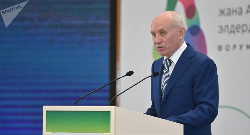 Президент Татарстана Рустам Минниханов во время выступления на международном форуме Алтайская цивилизация и родственные народы алтайско