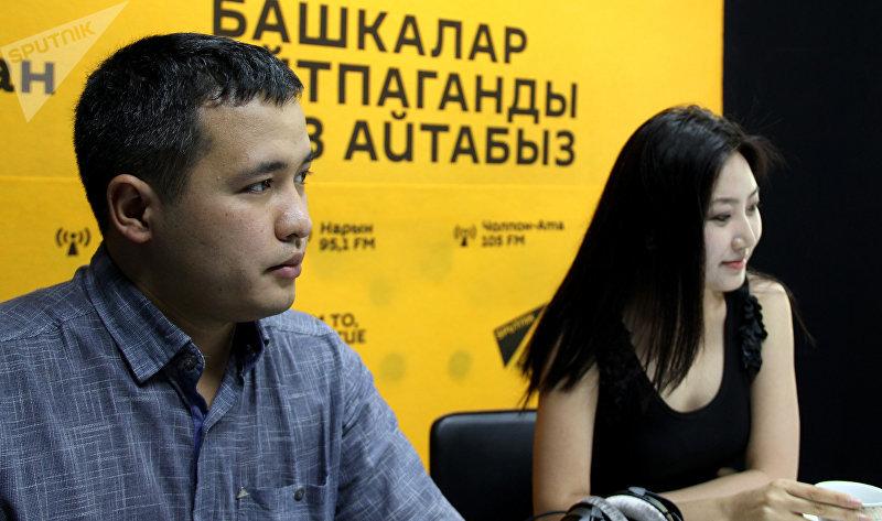 Телеведущая Назира Айтбекова с мужем Искендер Шаршеев во время интервью Sputnik Кыргызстан
