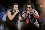 Исполнители хита Despacito музыкант Луис Фонси и вокалист Дэдди Янки во время выступления. Архивное фото