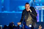 Солист знаменитой музыкальной группы Linkin Park Честер Беннингтон во время выступления. Архивное фото