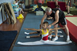Маленьким детям растяжка дается очень легко, но с возрастом эта способность пропадает