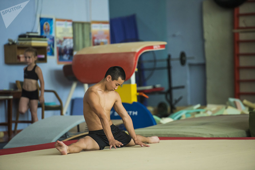 17 жаштагы Роман Пак Кыргызстандын спорттук гимнастика боюнча чемпиону
