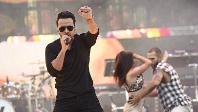 Один из исполнителей хита Despacito музыкант Луис Фонси во время выступления