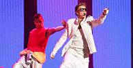 Канадский певец, музыкант, актер Джастин Бибер выступает на сцене в Пекине. Архивное фото