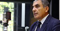 Директор молодежной биржи при Министерстве труда и социального развития Азиз Идрисов во время интервью Sputnik Кыргызстан