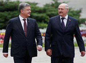 Президент Украины Петр Порошенко и президент Беларуси Александр Лукашенко во время встречи в Киеве