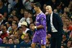 Реал клубунун башкы машыктыруучусу Зинедин Зидан жана футболчу Криштиану Роналду. Архив
