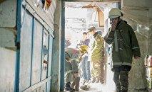 Сотрудники пожарной службы МЧС Кыргызстана во время учений. Архивное фото