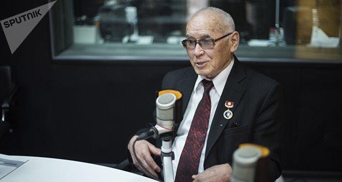 Улуттук госпиталдын нейрохирургу, профессор Миталип Мамытов. Архив