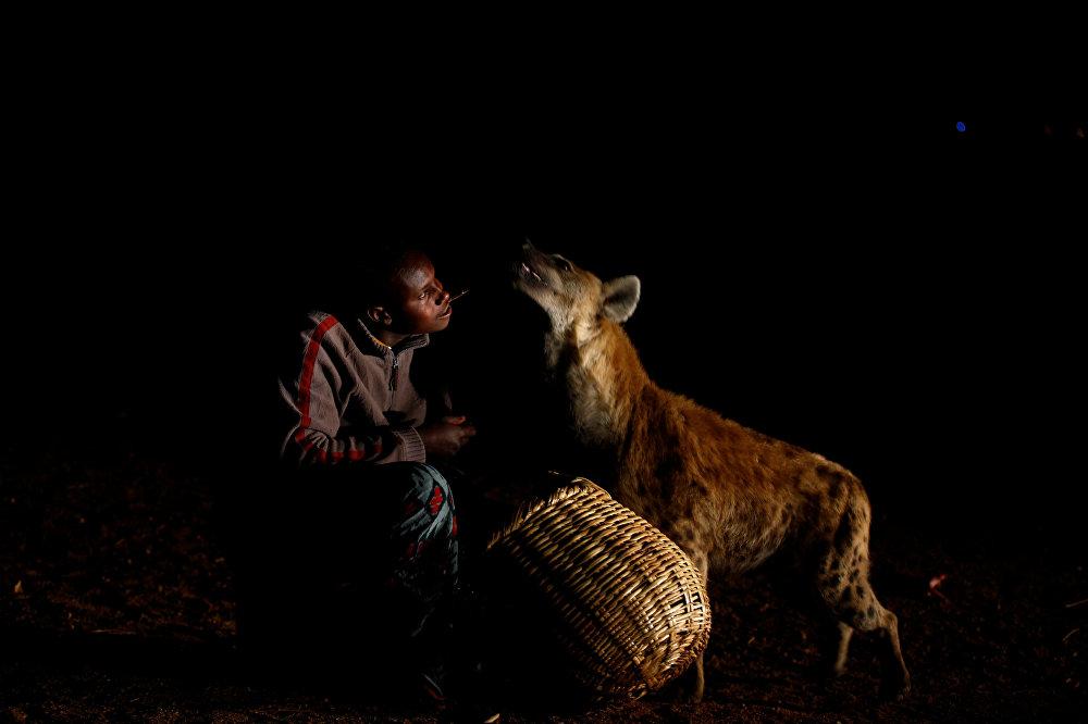 Житель Эфиопии Аббас Юсуф, известный как Гиена мен