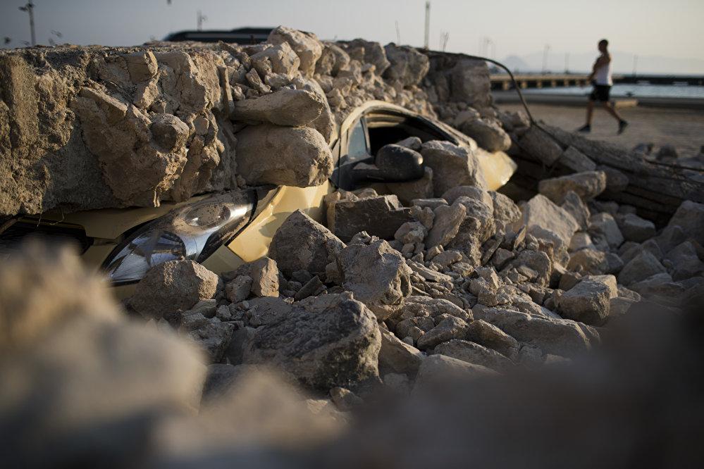 Мощное землетрясение в Эгейском море у побережья Турции