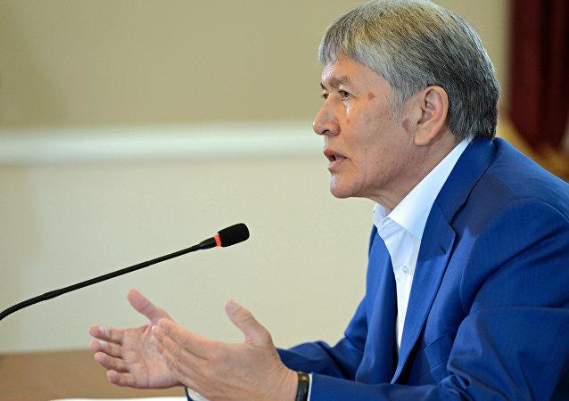 Экс-президент Алмазбек Атамбаевдин аръивжик сүрөтү
