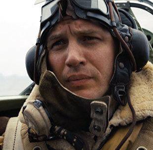 Актер Том Харди в сцене из фильма Дюнкерк. Архивное фото