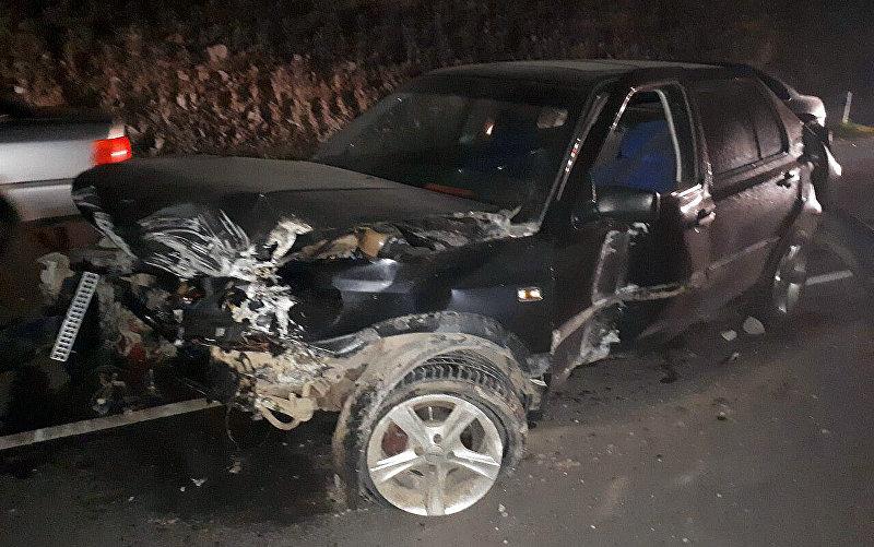 Последствия ДТП на трассе Бишкек — Балыкчи в Боомском ущелье, где разбилась легковая автомашина
