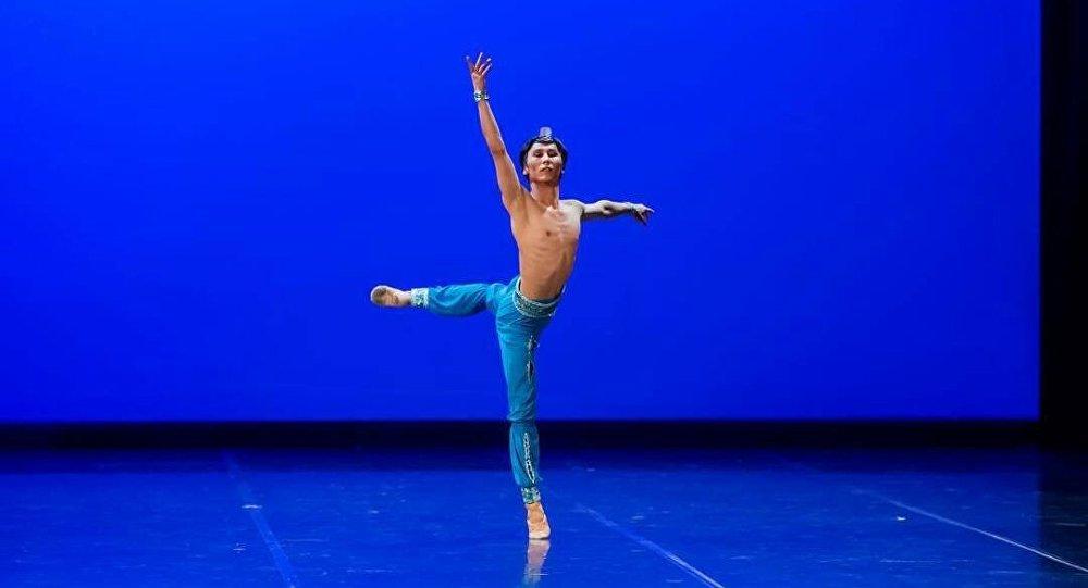 Танцовщик из Кыргызстана Марат Сыдыков