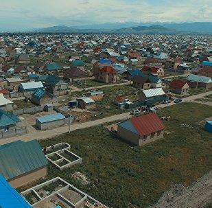 Жилые дома в новостройке Ак-Ордо на окраине Бишкека