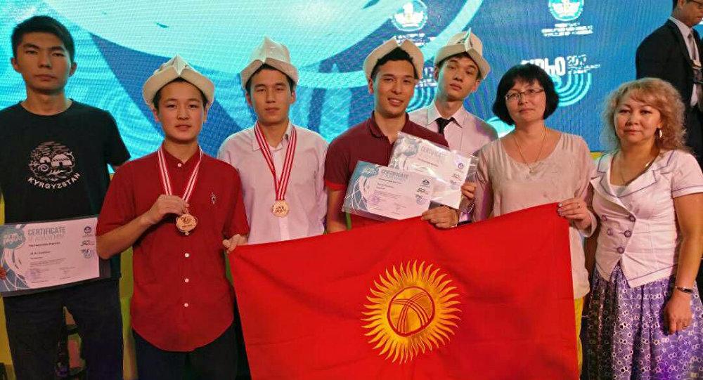 Кыргызстанские школьники отличились на олимпиадах по точным наукам в Бразилии и Индонезии