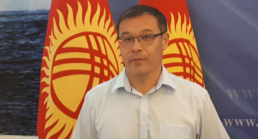 Политолог Шерадил Бактыгулов на пресс-конференции президента КР Алмазбка Атамбаева в госрезиденции в Чолпон-Ате
