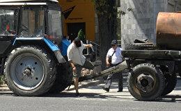 Тракторун зебрага коюп түштөнүүгө кеткен бишкектик жарандын видеосу