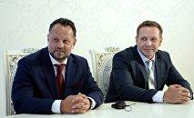 Liglass Trading CZ, SRO компаниясынын башчысы Михаель Смеликтин архивдик сүрөтү (солдон)