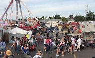 Сотрудники полиции на месте обрушения аттракциона на ярмарке в американском штате Огайо