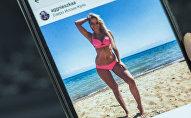Девушка на пляже озера Иссык-Куль. Фото со страницы Instagram пользователя aggnieszkaa
