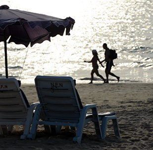 Пхукет пляжында эс алуу. Архивдик сүрөт