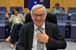 Еврокомиссиянын төрагасы Жан-Клод Юнкер Брюсселде маалымат жыйын берип жаткан учурда