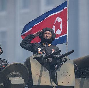 Военнослужащие на бронетранспортере во время военного парада в Пхеньяне. Архивное фото