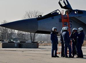 Летчики МиГ-31 БМ перед полетом. Архивное фото