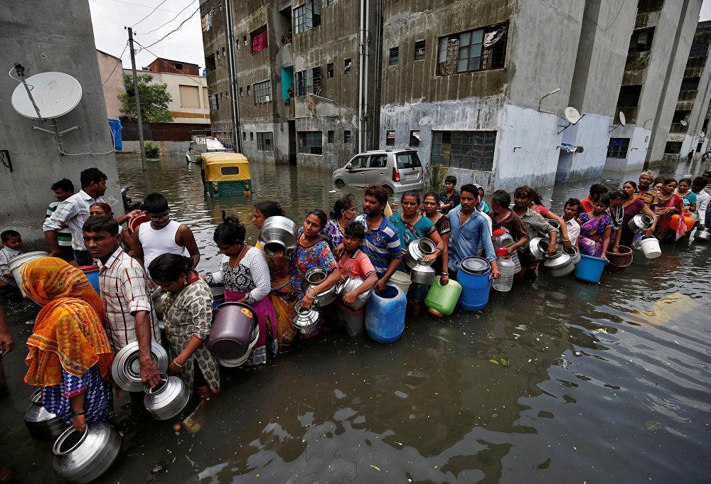 Последствия сильных наводнений в Ахмадабаде