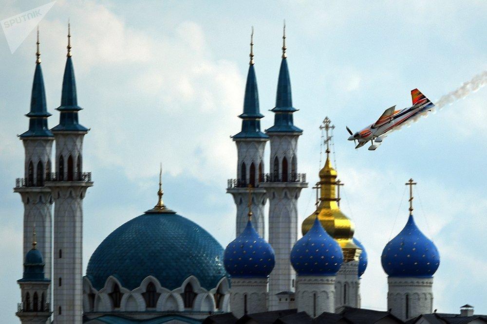 Этап чемпионата мира Red Bull Air Race в Казани. Первый день