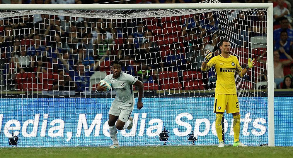 Игрок «Интера» вматче с«Челси» забил автогол сцентра поля