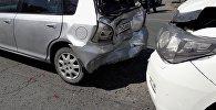 Три автомобиля столкнулись на пересечении проспекта Чуй и бульвара Эркиндик