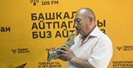 55 жаштагы КРдин Эл артисти, кыргыз музыкасынын касапчысы Курмангазы Азыкбаев