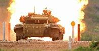 Участники индивидуальной гонки соревнований по танковому биатлону команды армии Кыргызстана Армейских международных Игр-2017 на подмосковном полигоне Алабино.