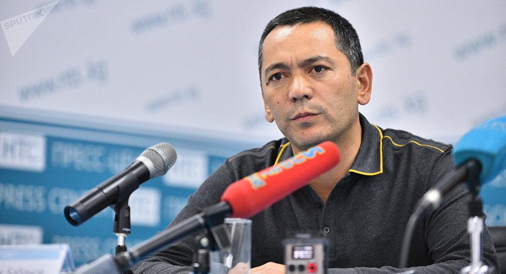 Мурдагы депутат Өмүрбек Бабановтун архивдик сүрөтү