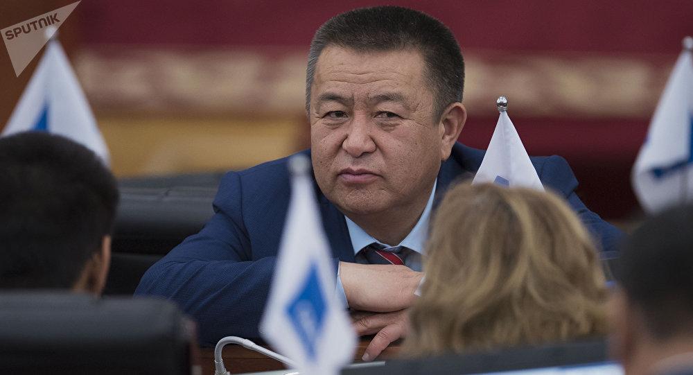 Спикер Чыныбай Турсунбековдун архивдик сүрөтү