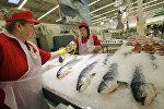 Продажа замороженной рыбы. Архивное фото