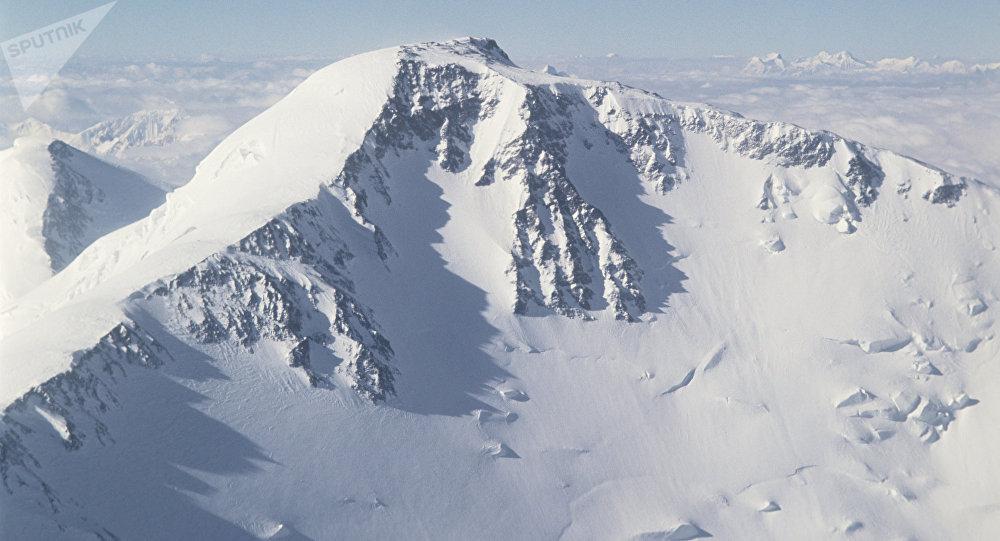 Пик Ленина, высшая точка Заалайского хребта. Архивное фото
