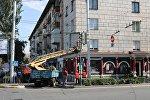 МП «Бишкекглавархитектура» совместно с Управлением земельных ресурсов и другими службами мэрии Бишкека провели рейд по демонтажу незаконной наружной рекламы. Самовольно развешанные рекламные баннеры, растяжки и другие объекты были демонтированы.