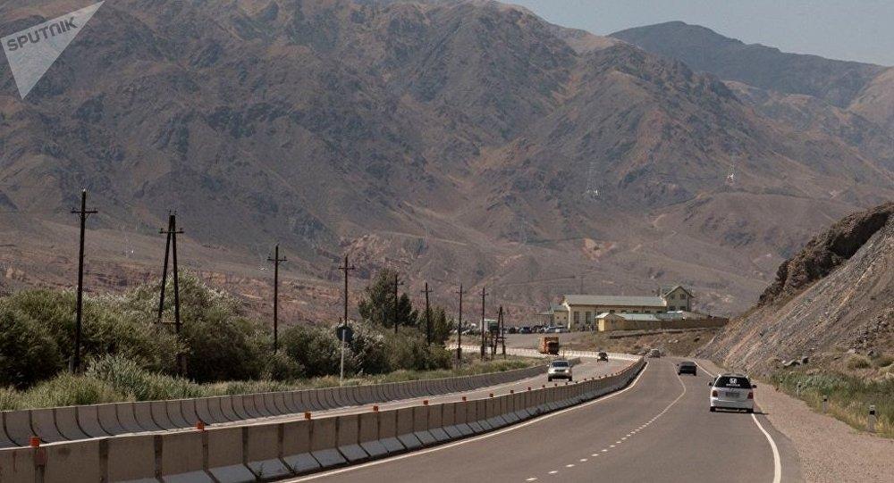 Шестерых пострадавших встрашном ДТП вКиргизии самолетом доставили вТашкент