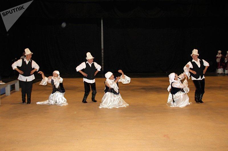 На телеканале КТРК стартовал второй этап конкурса Шайыр апалар (Веселые бабушки), который собрал 60 участниц из всех областей Кыргызстана